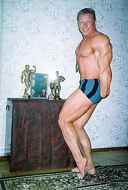 Фотографии Сергея Орлова с наградами (бодибилдинг)